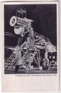 67906 Ak Einhängung eines Jumo Motors bei einem Sturzkampfbomber Ju 87 um 1942