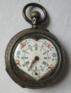 Elegante Jugendstil Taschenuhr mit handbemaltem Emaillezifferblatt Herz (104727)