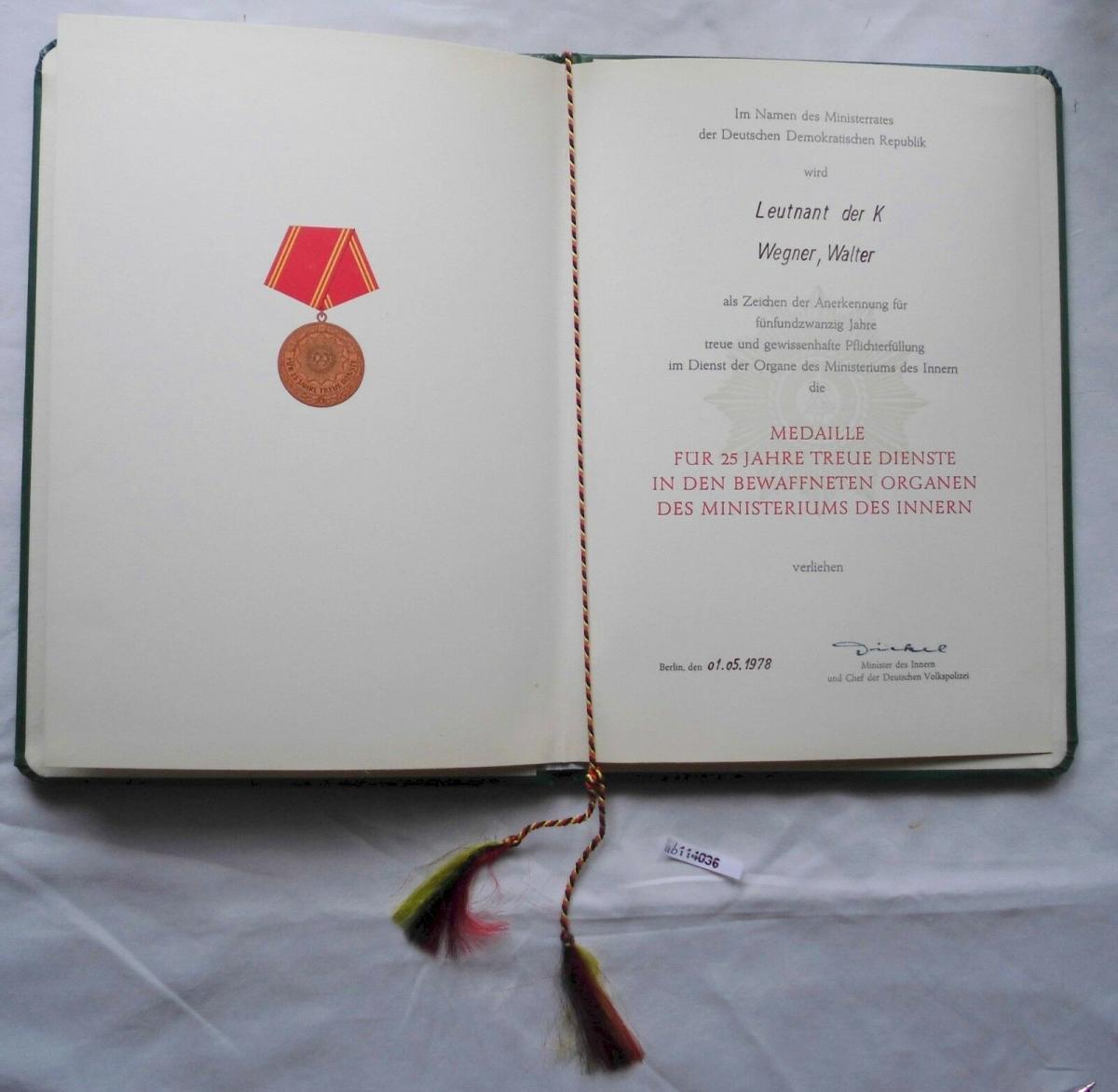 DDR Urkunde Medaille für 25 Jahre treue Dienste Ministerium des Innern (114036) 0