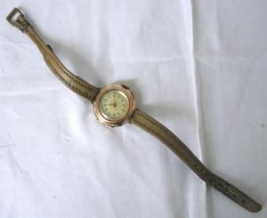 Alte goldene Damentaschenuhr umgearbeitet als Armbanduhr um 1910 (105748)
