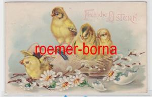 86231 geprägte Ak Fröhliche Ostern. Küken schlüpfen aus einer Holzpantine 1911