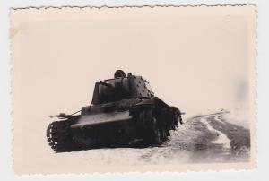 73505 Original Foto Zerschossener Panzer in Russland im 2.Weltkrieg
