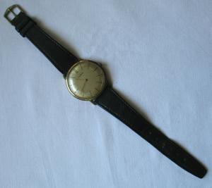 Seltene flache DDR Armbanduhr Ruhla mit Lederarmband (134299)