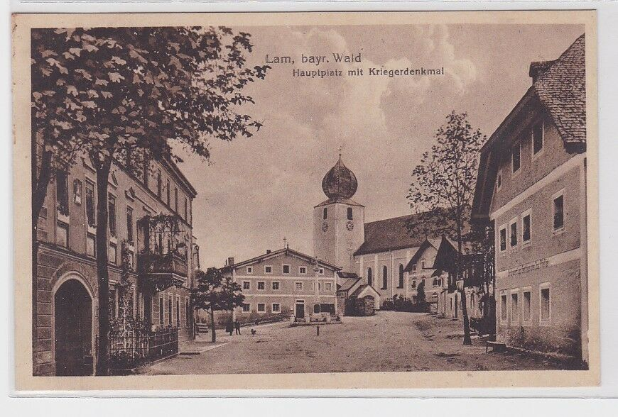 34785 AK Lam bayrischer Wald - Hauptplatz mit Kriegerdenkmal & St. Ulrich Kirche 0