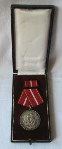 DDR Verdienstmedaille der nationalen Volksarmee NVA in Silber 900er Ag (106920)