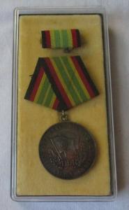 Medaille für treue Dienste in der NVA nat. Volksarmee in Gold im Etui (107664)