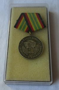 Medaille für treue Dienste in der NVA nat. Volksarmee in Gold im Etui (109056)