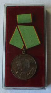 Medaille für treue Dienste in der Kasernierten Volkspolizei KVP im Etui (109122)