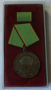 Medaille für treue Dienste in der Kasernierten Volkspolizei KVP im Etui (101391)