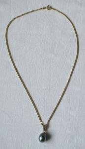 Charmante Kette aus 585er Gold mit zierlichem Tropfenanhänger (120256)