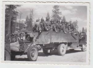 67180 Foto Deutscher LKW mit Hänger als Truppentransport im 2.Weltkrieg