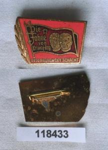 Emailliertes DDR Abzeichen Otto Brosowsky Schacht (118433)