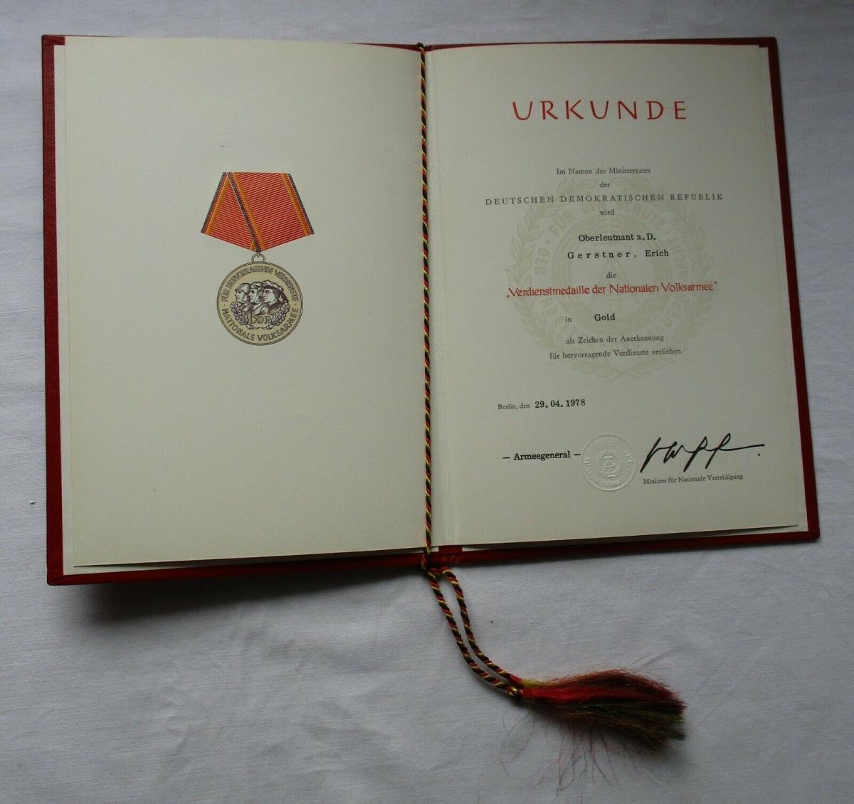 DDR Verdienstmedaille der NVA Nationale Volksarmee Gold Urkunde 1978 (135142) 0