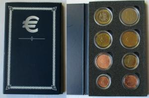 KMS Kursmünzensatz mit 8 Euro Münzen Niederlande in Stempelglanz (135010)