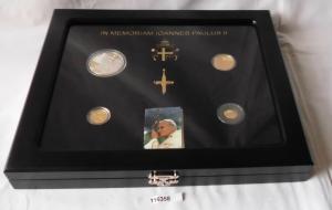 Etui mit 4 Gold und Silber Münzen Nauru