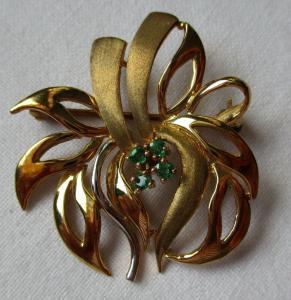 Elegante 333er Gold Brosche Bicolor mit 4 Smaragden (111992)