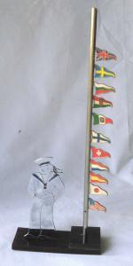 Altes Schreibtischobjekt Matrose mit Flaggenmast um 1930 (112690)
