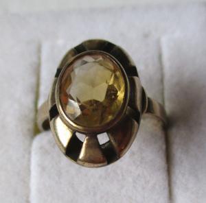 Wundervoller 333er Gold Ring Damenring mit orangenem Schmuckstein (100836)