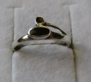 Charmanter 925er Sterling Silber Ring mit 2 Onyx Steinen (126437)