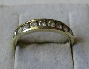 Eleganter 925er Sterling Silber Damenring mit 9 Zirkonia Steinen (135823)