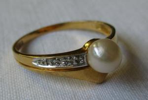 Hochwertiger 333er Gold Damenring mit Perle und Diamantsplittern (135785)
