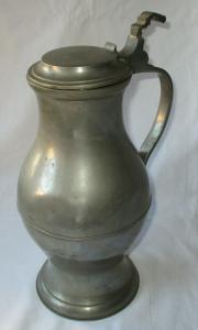 Dekorativer alter Zinnkrug Birnkrug Weinkrug mit Deckel 19. Jahrhundert (134697)