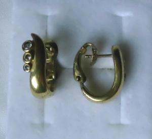 Hübsche Ohrringe Modeschmuck mit 3 kleinen weißen Steinen (111814)