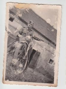 67192 Foto Deutscher Soldat mit Motorrad mit Kennung im 2.Weltkrieg