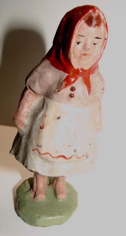 Antike Masse Figur Rotkäppchen 10 cm