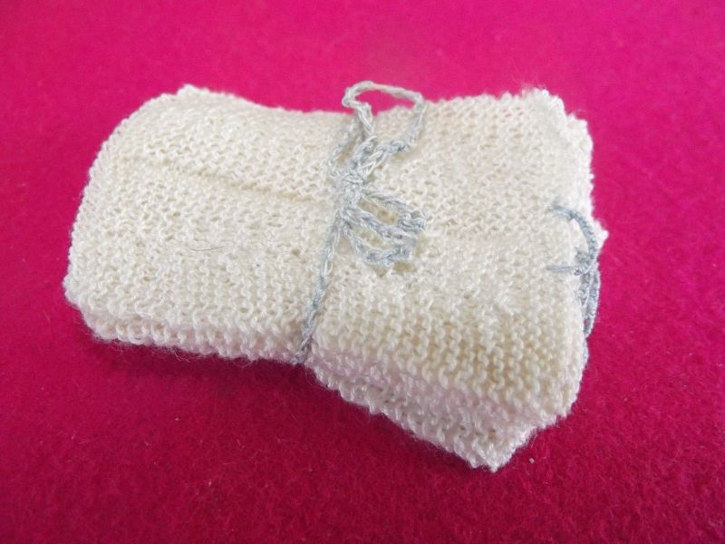 6 x Handtuch oder Topflappen für die Puppenstube 5 cm x 3,5 cm Handarbeit