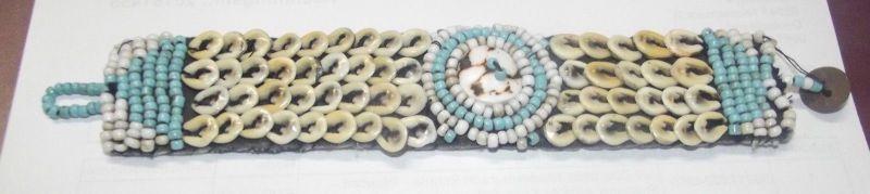 Antikes Muschel und Perlenstickerei Armband