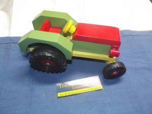 X - Altes Holzspielzeug Traktor