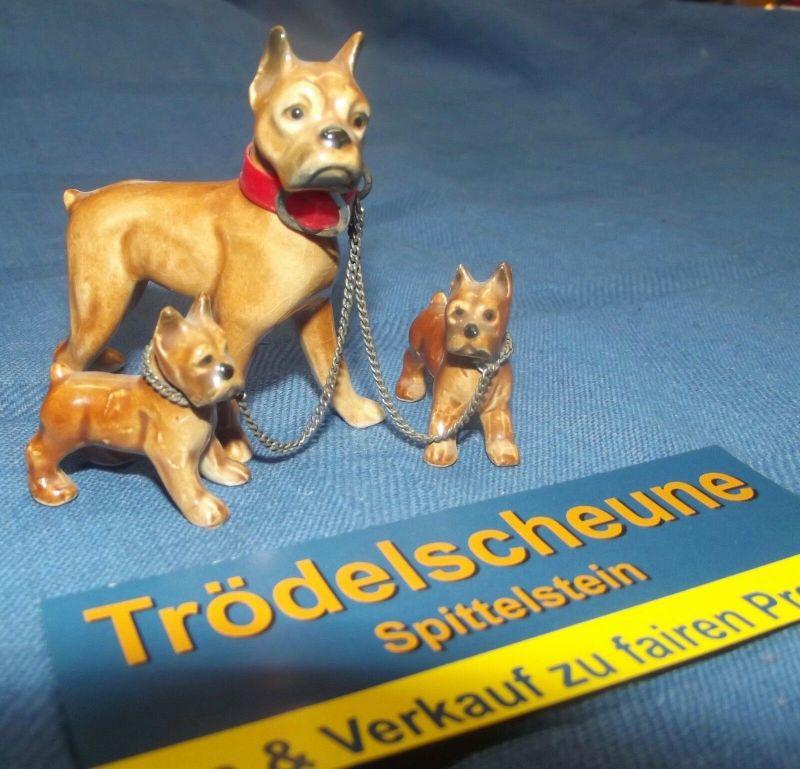 Goebel Figur Hund Boxer mit zwei Welpen