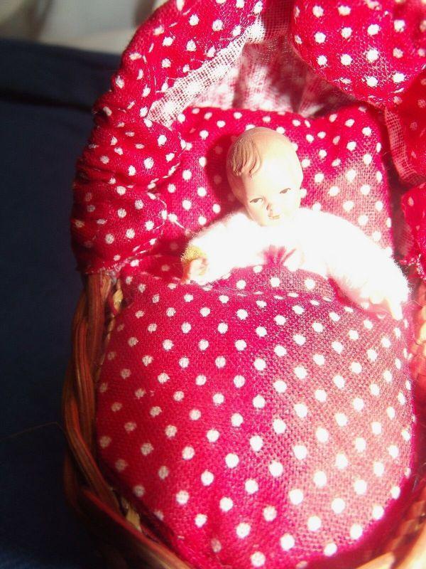 Puppenstuben Wiege mit Püppchen Puppe 1