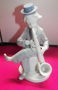 Goebel Porzellan Figur Ruiz Junge in Zirkus spielt Saxophon 1985 1.Wahl