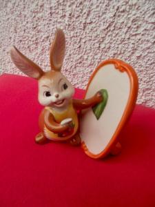 Goebel Ostern Hase Bunny Häschen beim Spiegel putzen