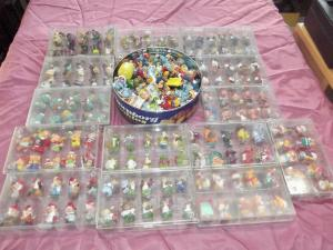Konvolut Ü-Ei Figuren 13 Schachteln plus Dose gemischt ca 700 Gramm