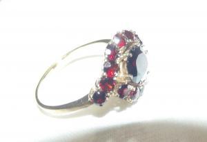 Wunderschöner Granat Gold Ring 333er