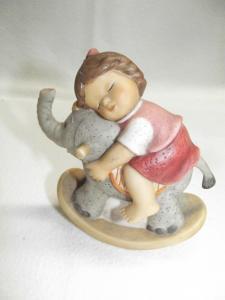 Goebel Figur * Nina & Marco * Mädchen mit Schaukel Elefant