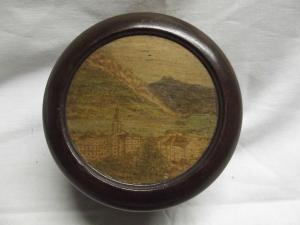 # Antike runde Holz Schatulle Motiv Deckel Handarbeit