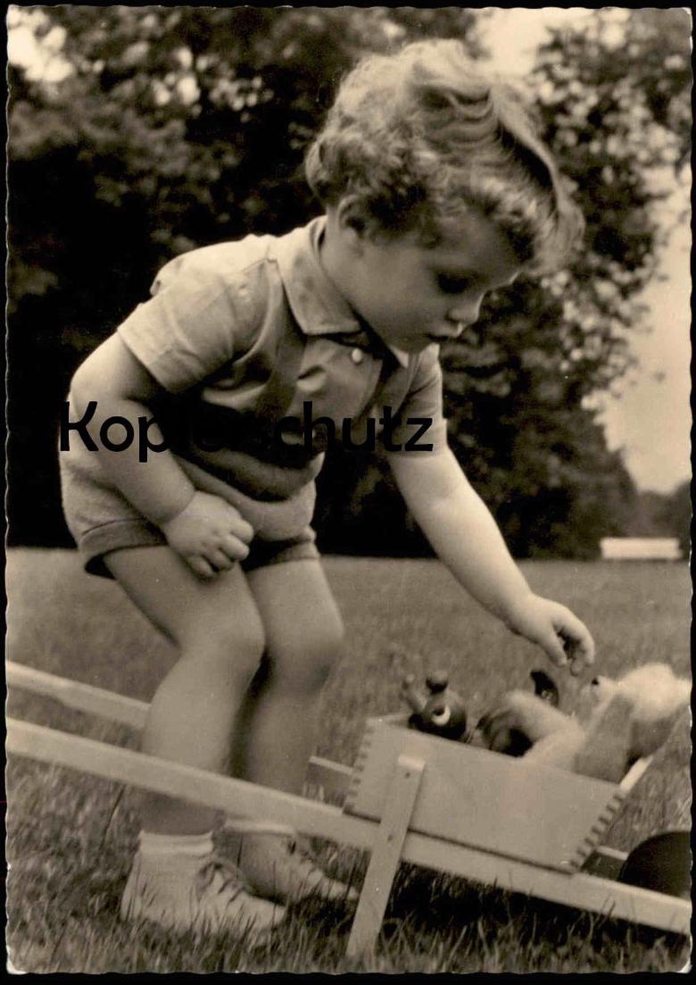 ÄLTERE POSTKARTE JUNGE MIT SPIELZEUG DDR boy garcon gamin Bär Teddy ours cpa AK Ansichtskarte postcard