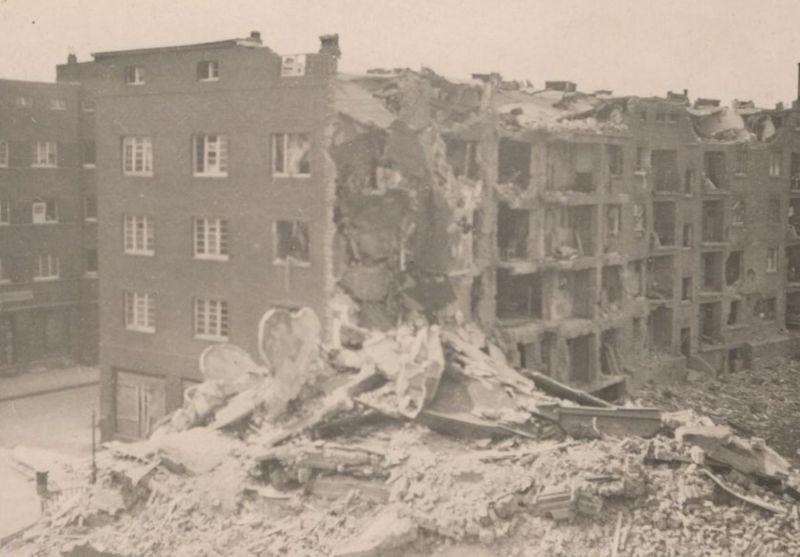 ALTES KRIEGSFOTO DÜSSELDORF Foto Photo war Zerstörung Karolingerstr. 29 8x6 cm postcard Ansichtskarte cpa AK 1