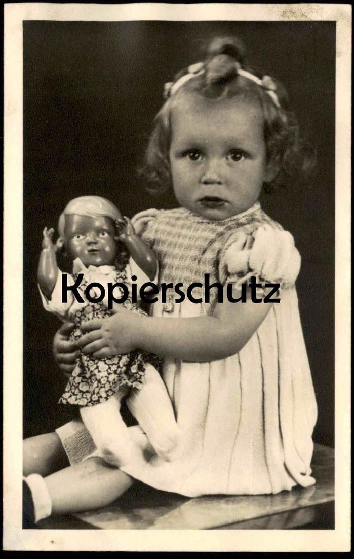 ALTE FOTO POSTKARTE MÄDCHEN MIT DUNKLER PUPPE 1947 photo girl fille doll cpa AK Ansichtskarte postcard