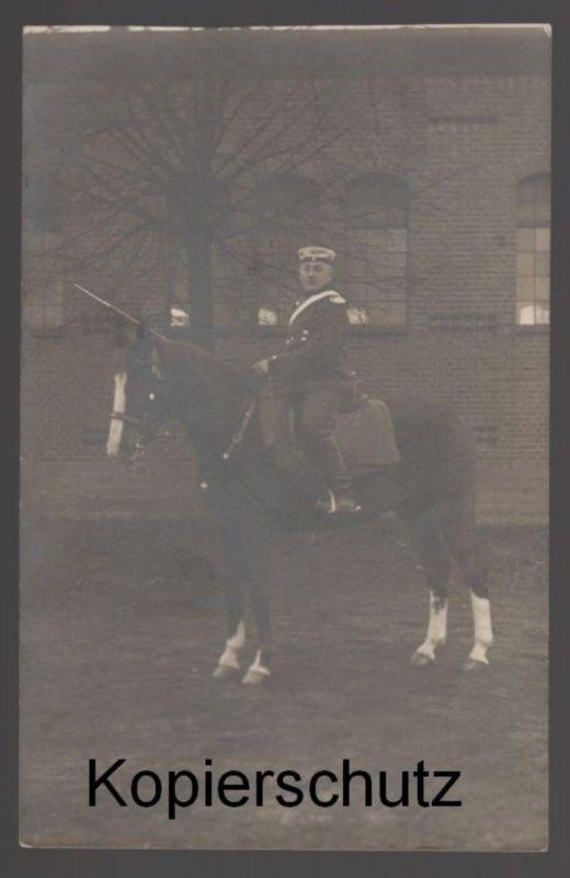 ALTE FOTO POSTKARTE SOLDAT IN UNIFORM AUF PFERD soldier horse Blesse cheval AK cpa postcard Ansichtskarte