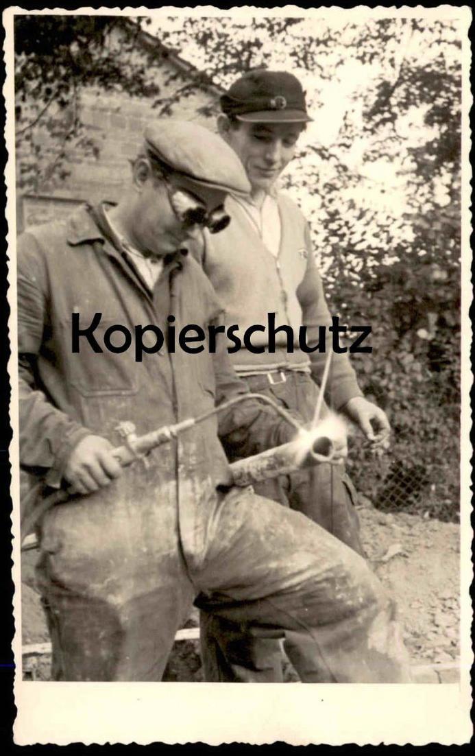 FOTO POSTKARTE LEVERKUSEN STRASSENBAU road building Arbeiter Schweißer plombier welder worker ouvrier cpa photo postcard