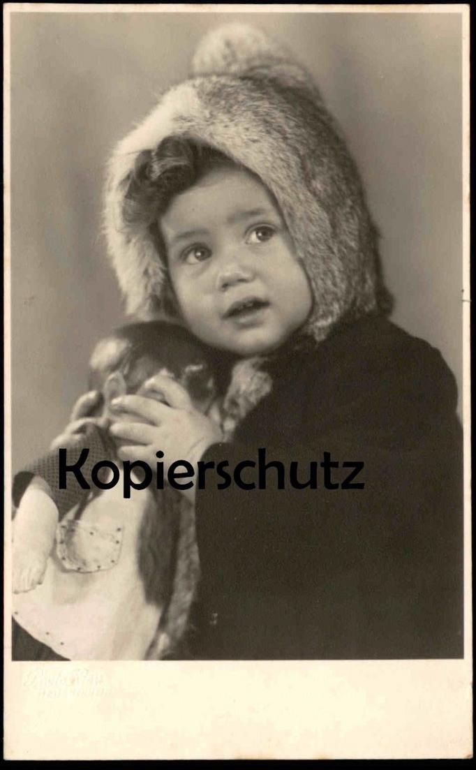 ALTE FOTO POSTKARTE KIND PELZ & SPIELZEUG-PUPPE Schildkröt ? poupée doll enfant fille child fur fourrure toy photo Fell 0