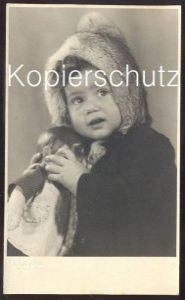 ALTE FOTO POSTKARTE KIND PELZ & SPIELZEUG-PUPPE Schildkröt ? poupée doll enfant fille child fur fourrure toy photo Fell