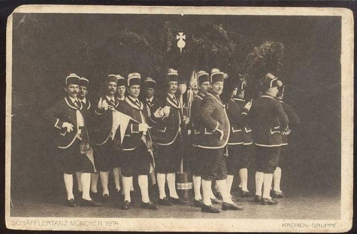 ALTE POSTKARTE MÜNCHEN 1914 SCHÄFFLERTANZ KRONEN-GRUPPE TRACHT TANZ DANCE MUSICIAN DANSE Munich traditional costume AK