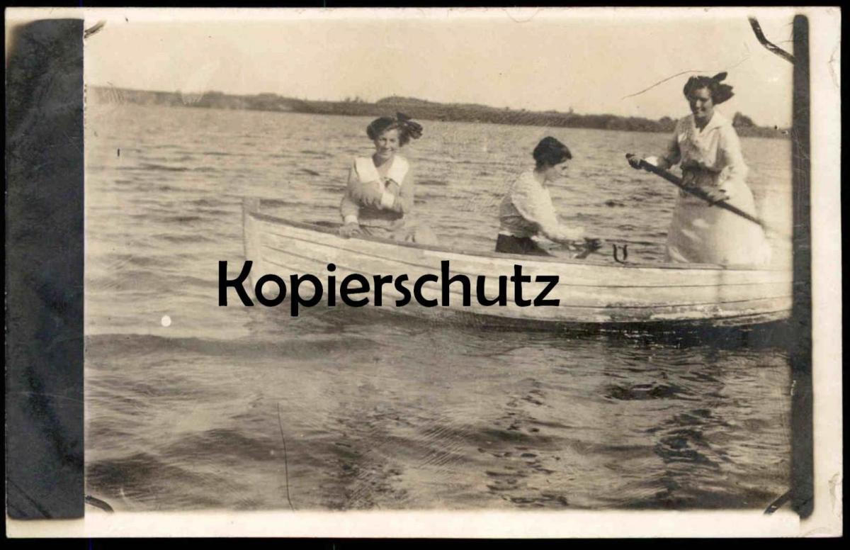 ALTE FOTO-POSTKARTE DREI FRAUEN IM BOOT AUF EINEM SEE RUDERBOOT rowboat ship barque AK Ansichtskarte cpa photo postcard
