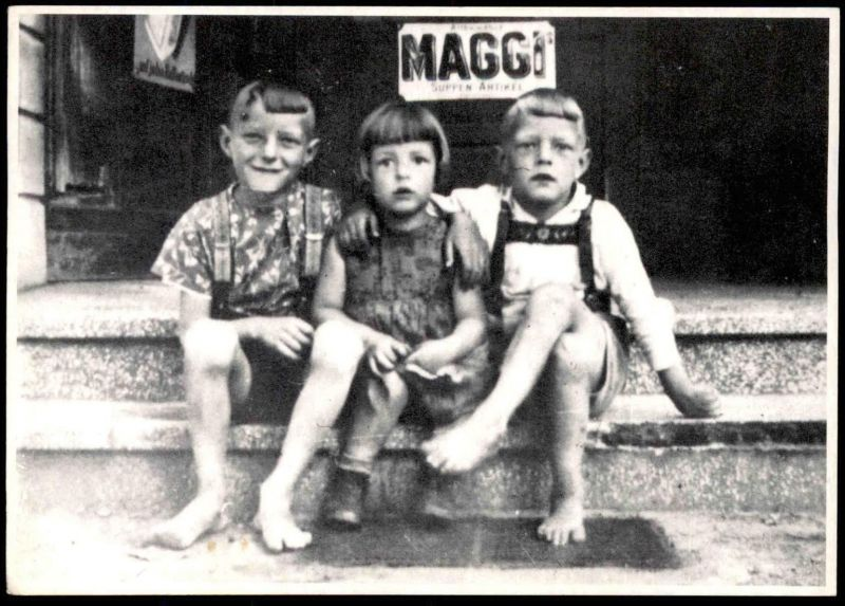 ÄLTERE REPRO-POSTKARTE KINDER MAGGI Jungen Mädchen fillette girl enfants young boys children Ansichtskarte postcard cpa
